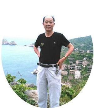 写中国书法 承传统文化―记世界华人书画家协会副主席、全国名人书画工作委员会副主席堵童芝